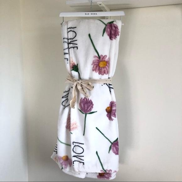 🆕Rae Dunn LOVE floral throw blanket
